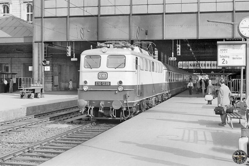 Baureihe E10 met de Rheingold